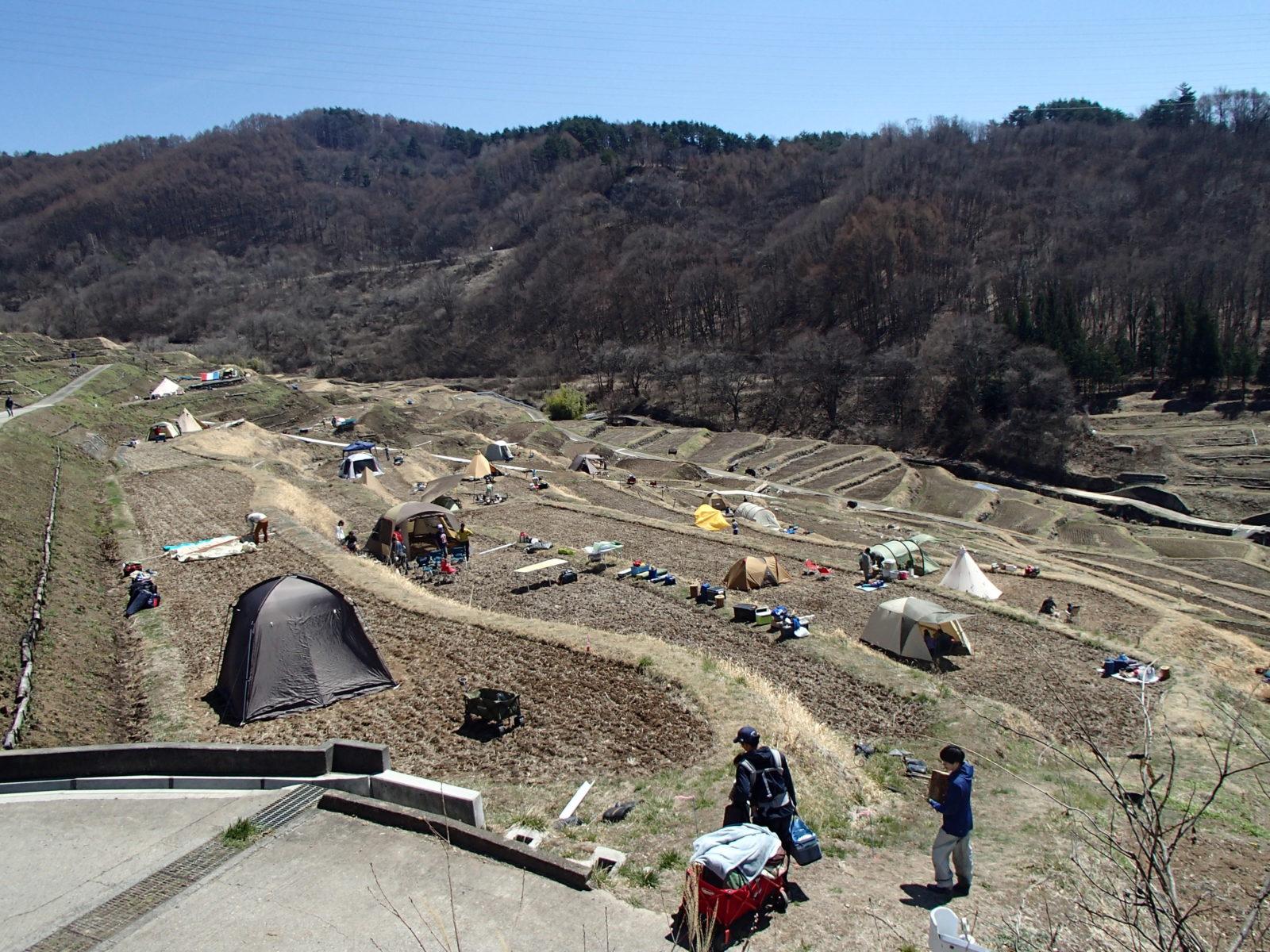 写真棚田キャンプ準備