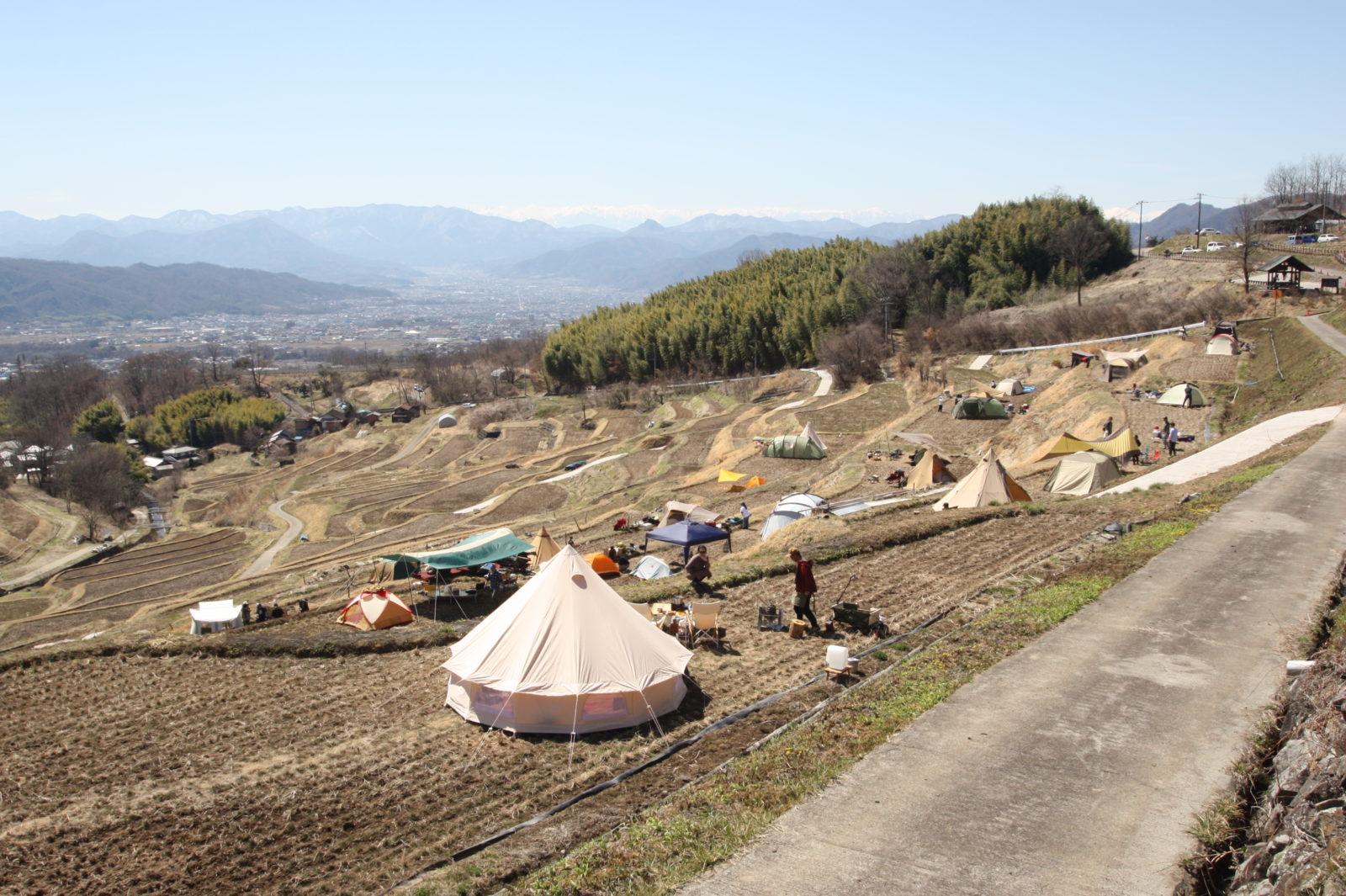 写真棚田キャンプ状況