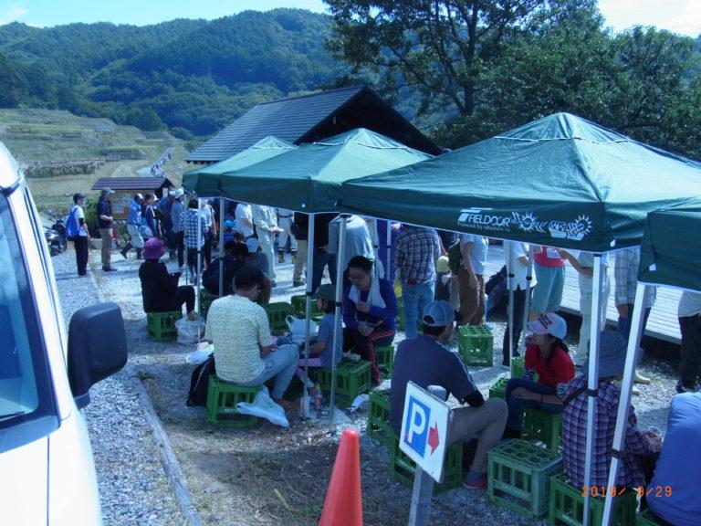 稲倉稲刈り昼食2